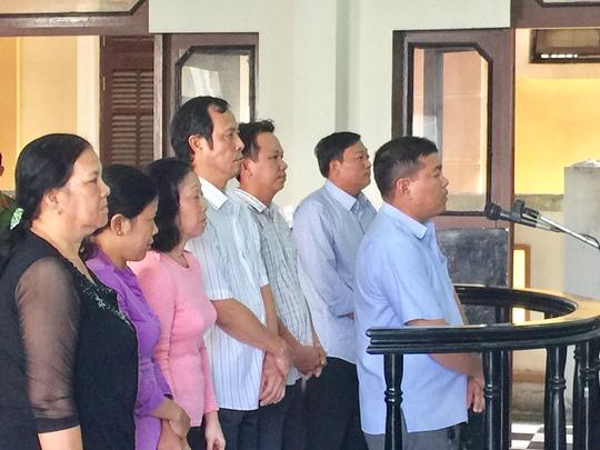 Các bị cáo tại phiên tòa sáng 28-3