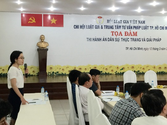 ThS Đặng Thị Diệu Vân phát biểu ý kiến tại tọa đàm Ảnh: LDC