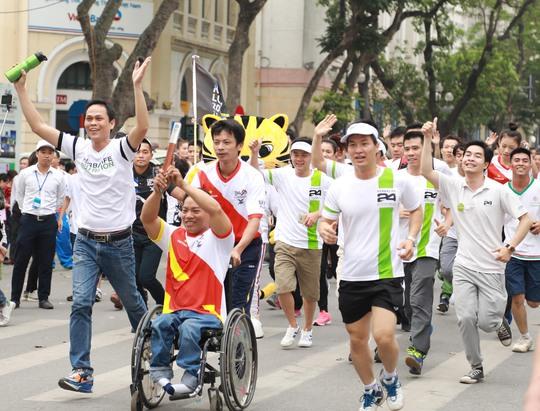 Gần 2.000 thành viên Herbalife cùng về đích với nhà vô địch Paralympic Lê Văn Công