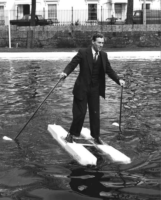Giày đi trên mặt nước. Nguồn ảnh: bigthink.com