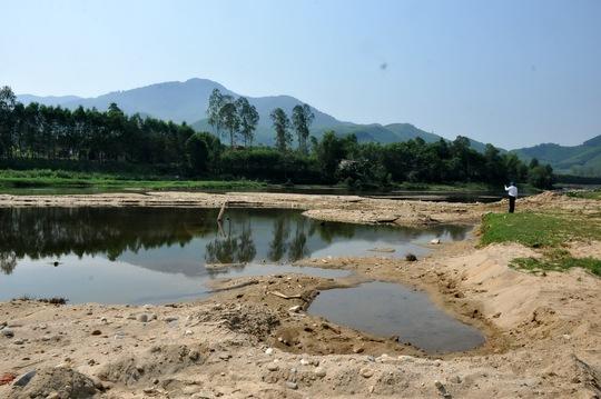 Sông Phước Giang bị đào múc nham nhở để lấy cát bán trả nợ xây dựng nông thôn mới
