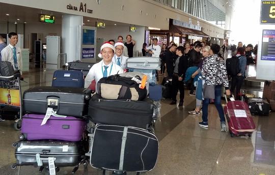 Ngạc nhiên với không khí Giáng sinh ở sân bay Nội Bài - Ảnh 9.