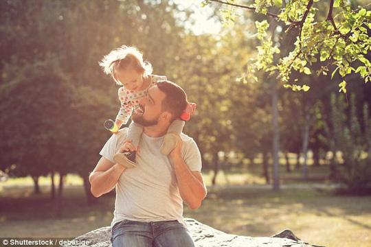 Nam giới có nên có con khi đã vào tuổi trung niên? - Ảnh 4.