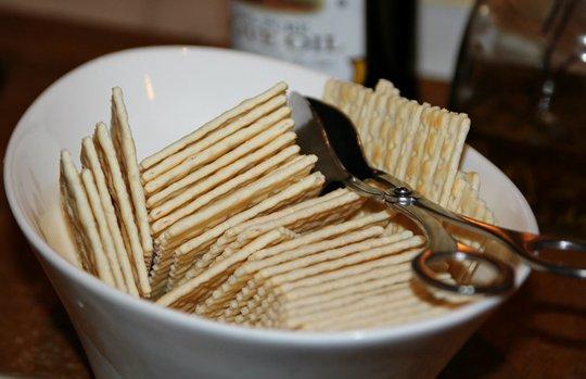Nha sĩ tiết lộ các thực phẩm và đồ uống gây sâu răng nhiều hơn cả kẹo - Ảnh 1.