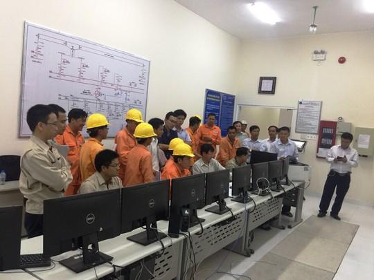 Đóng điện từ xa trạm biến áp 220 kV Long Xuyên 2 và đường dây đấu nối - Ảnh 2.