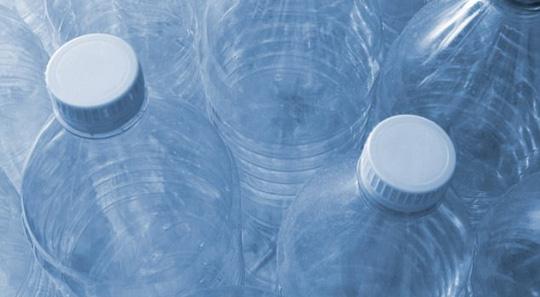 Bao bì nhựa bị kết tội gây bệnh cho trẻ - Ảnh 1.