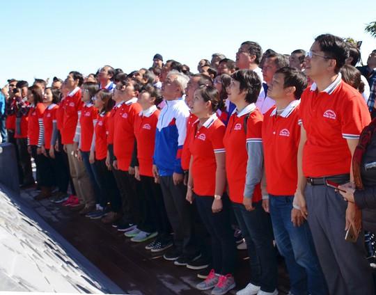 Lễ thượng cờ Tổ quốc ở đỉnh Fansipan - Ảnh 2.