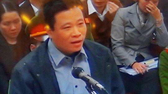 Hà Văn Thắm tại phiên toà sáng 3-3 - Ảnh chụp qua màn hình