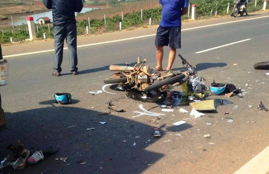Vụ tai nạn nghiêm trọng khiến xe máy biến dạng hoàn toàn.
