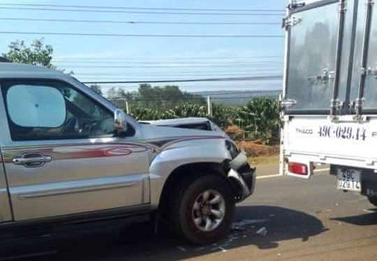 3 xe ô tô hưng hỏng nặng phần đầu.
