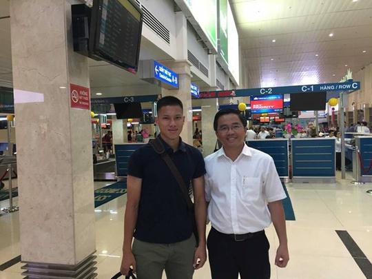 Trưởng đoàn HAGL Nguyễn Tấn Anh ra sân bay tiễn Anh Tài sang Hàn Quốc chơi bóng