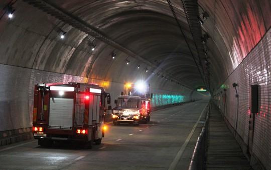 Có hầm đèo Cả, cánh cửa du lịch miền Trung mở toang - Ảnh 8.