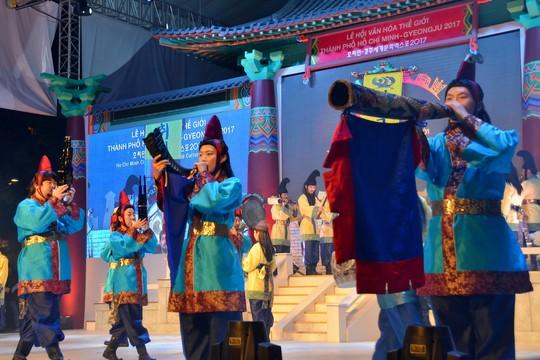 Ngắm nghệ sĩ Việt - Hàn - Nga - Campuchia lộng lẫy trên sân khấu - Ảnh 14.