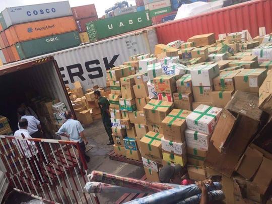 Hải quan đấu giá 82 container, giá khởi điểm gần 2,8 tỉ đồng - Ảnh 1.