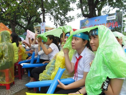 Đội mưa cổ vũ cho nhà vô địch Olympia 2017 Phan Đăng Nhật Minh - Ảnh 2.