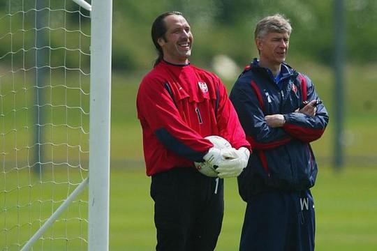 Trò cũ khuyên Wenger nên bắt chước Mourinho - Ảnh 2.