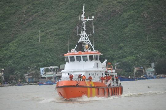 Thông luồng hàng hải Quy Nhơn sau 40 ngày ách tắc - Ảnh 2.