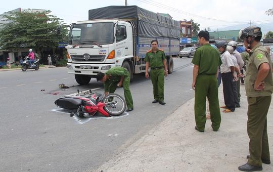 Hiện trường vụ tai nạn giao thông nghiêm trọng trên quốc lộ 20, xã Lộc Châu, TP Bảo Lộc.