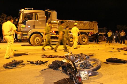 Hiện trường vụ tai nạn trong đêm khiến một nam thanh niên tử vong tại chỗ