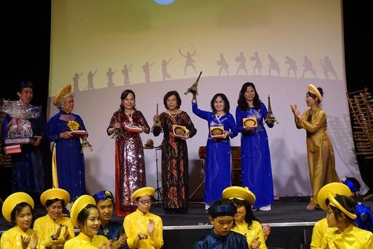 Bàn cách dạy nhạc truyền thống cho giới trẻ người Việt xa xứ - Ảnh 3.