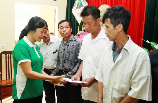 Vinamilk hỗ trợ 400 triệu đồng cho người dân vùng lũ tại Hà Nội - Ảnh 1.