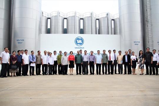 Lào mong muốn Vinamilk đầu tư nhà máy sữa - Ảnh 2.
