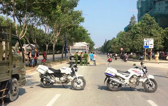 TP HCM: Xe máy tông xe ben, 2 người chết tại chỗ - Ảnh 1.