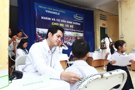 Vinamilk hỗ trợ 400 triệu đồng cho người dân vùng lũ tại Hà Nội - Ảnh 3.