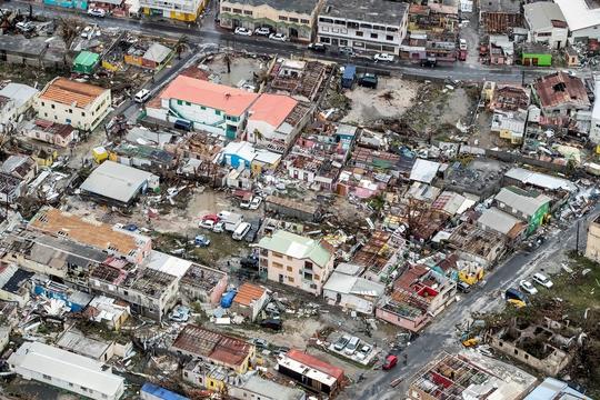 Khung cảnh tan hoang tại Sint Maarten sau khi bị bão Irma tàn phá hôm 6-9 Ảnh: REUTERS