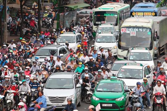 Ùn tắc giao thông thường xuyên diễn ra ở TP HCM nhưng cấm xe máy không phải là giải pháp khả thi trong thời điểm này Ảnh: Hoàng Triều