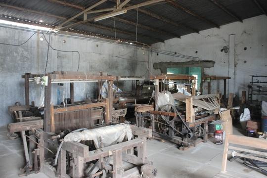 Nhân công của HTX nghỉ việc, máy móc bỏ hoang lâu ngày Ảnh: ĐỨC HẢI