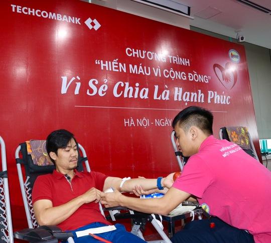"""Hơn 500 CB-NV Techcombank đồng hành cùng """"hành trình đỏ"""" hiến máu tình nguyện - Ảnh 2."""