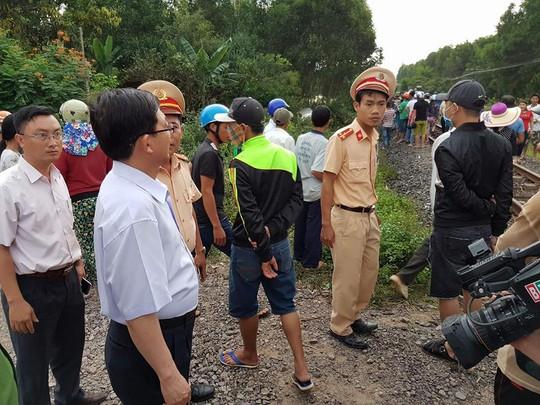 Ông Hồ Quốc Dũng, Chủ tịch UBND tỉnh Bình Định đến hiện trường chỉ đạo xử lý vụ việc