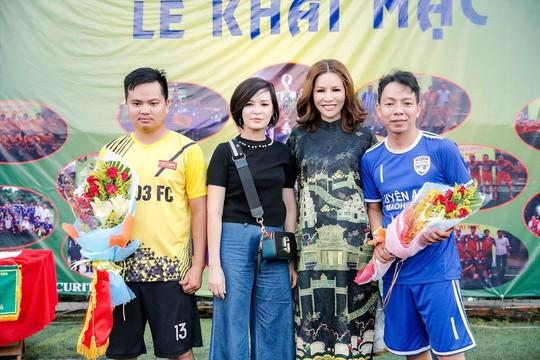 Khi hoa hậu quý bà tổ chức giải bóng đá phủi - Ảnh 1.