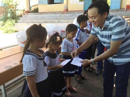 Trung thu sớm cho trẻ em biển đảo Khánh Hòa - Ảnh 5.