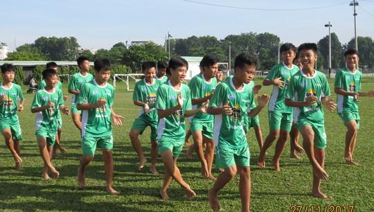 Học viện NutiFood đá chân trần với U13 Kawasaki - Ảnh 1.