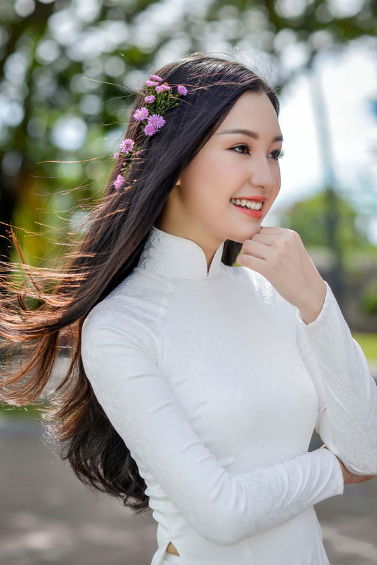 Vẻ đẹp ngọt ngào của nàng thơ xứ Huế  - Ảnh 2.