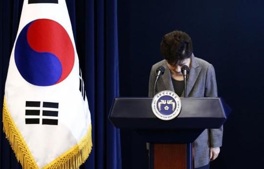 Bà Park xin lỗi trên truyền hình ngày 29-11-2016. Ảnh: Reuters