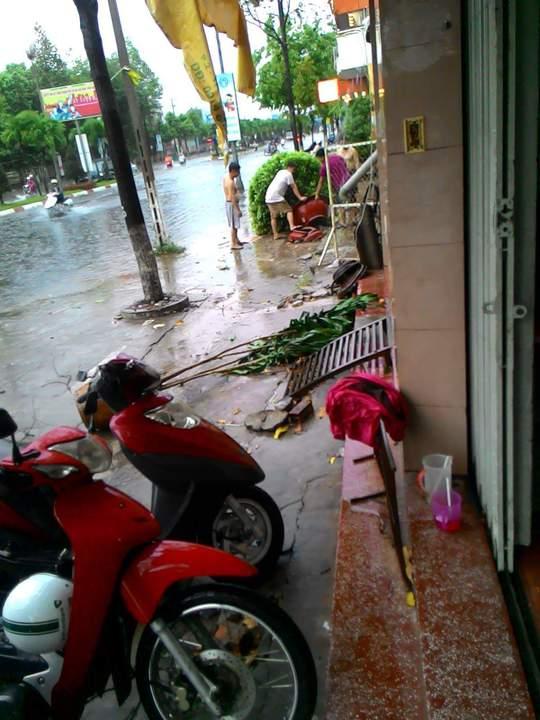Mưa ngập đường Hùng Vương, TP Tân An