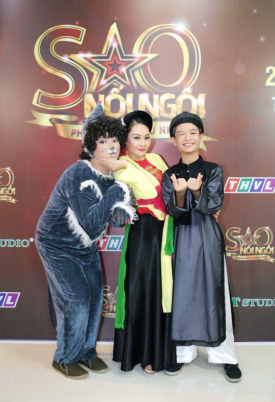 Bào Ngư hóa thân thành Superwoman hồng - Ảnh 2.