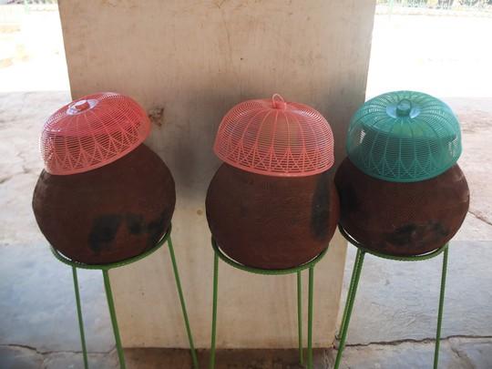 Độc đáo những bình nước uống miễn phí ở Myanmar - Ảnh 9.