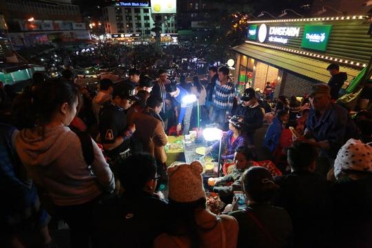 Cảnh buôn bán lộn xộn gây mất an ninh trật tự tại chợ đêm Đà Lạt