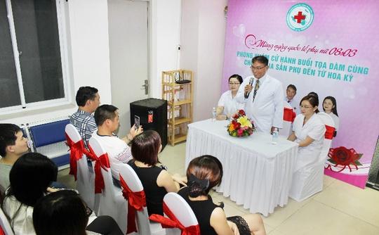 Tiến sĩ, bác sĩ Bich Le trong buổi tọa đàm liên quan đến bệnh phụ khoa diễn ra đúng dịp 8-3