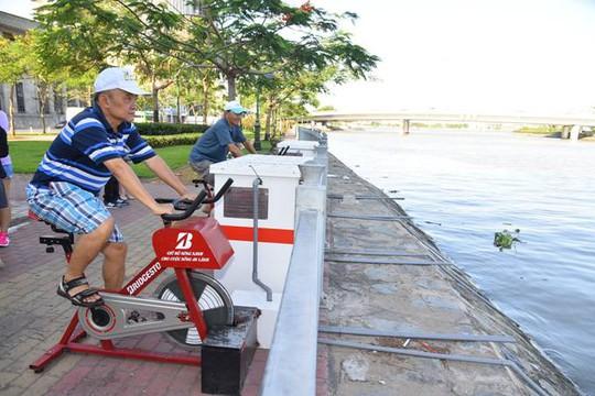 Ngoài việc cải tạo nguồn nước, xe đạp lọc nước còn là một thiết bị thể dục thân thiện giúp người dân nâng cao sức khỏe