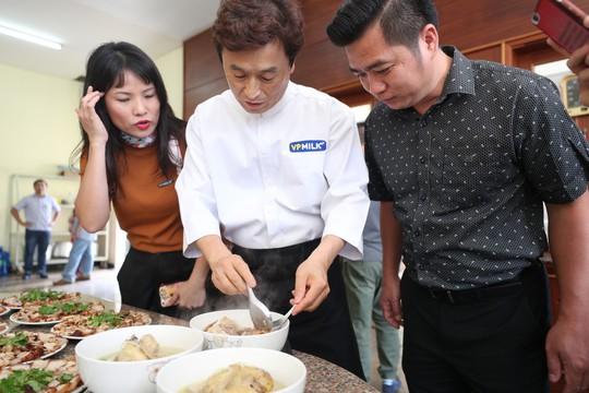 HAGL khoe bếp và thực đơn chuẩn Hàn Quốc - Ảnh 1.