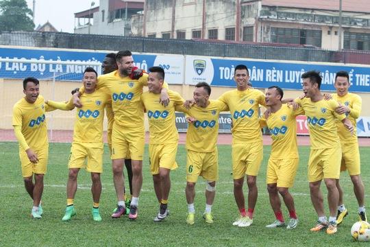 FLC Thanh Hóa vẫn đang dẫn dắt cuộc đua vô địch - Ảnh 1.