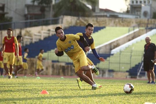 FLC Thanh Hóa vẫn đang dẫn dắt cuộc đua vô địch - Ảnh 2.