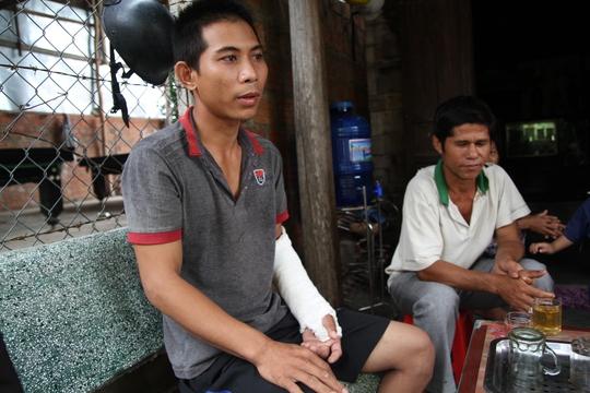 Anh Khoa bị ông Thìn đánh gãy tay, chấn thương sọ não kín - Ảnh: Lê Gia