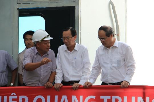 Bí thư Nguyễn Thiện Nhân thị sát siêu máy bơm chống ngập trước giờ vận hành - Ảnh 4.