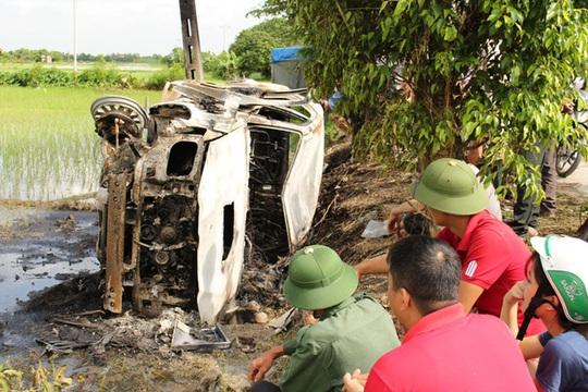 Bắt 3 kẻ cầm đầu vụ đốt xe giám đốc vì nghi bắt cóc trẻ em - Ảnh 1.